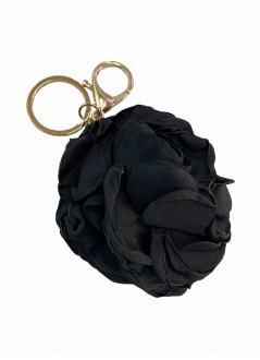 Bolso de pie negro con  flecos y tachuelas